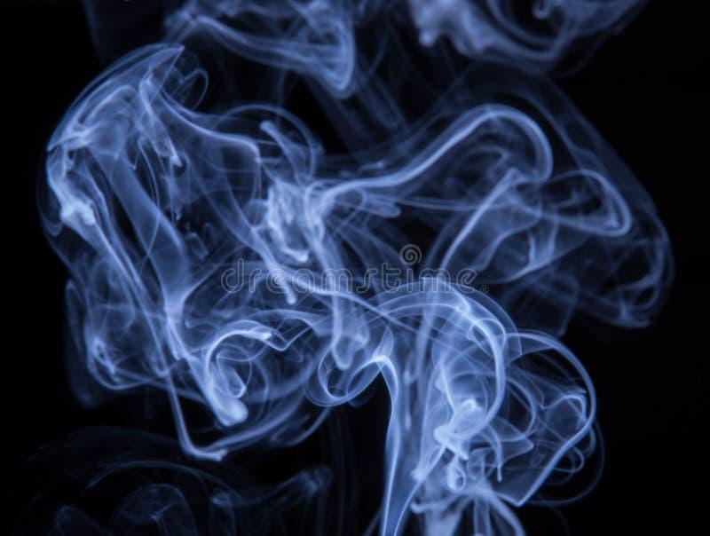 在黑背景隔绝的抽象五颜六色的烟,火desig 免版税库存图片