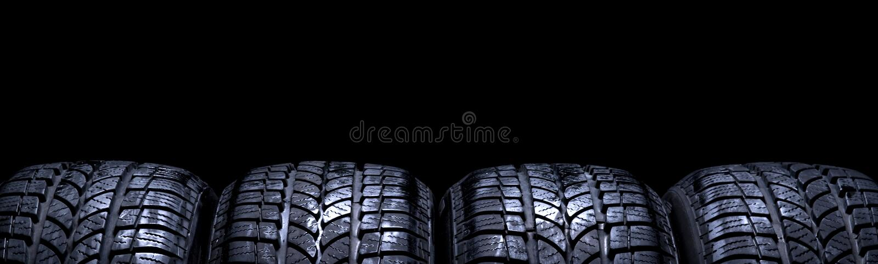 在黑背景隔绝的车胎 库存图片