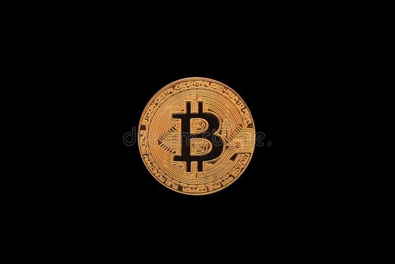 在黑背景隔绝的金黄Bitcoin 库存图片