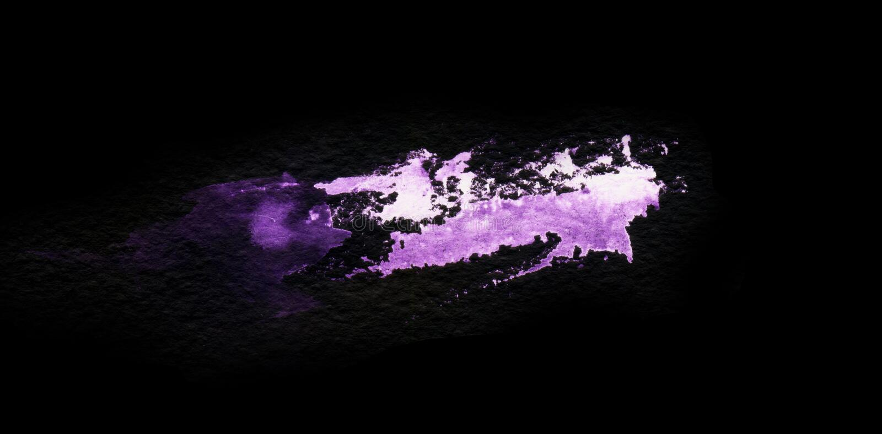 在黑背景隔绝的难看的东西紫罗兰色飞溅 构造设计的形状 抽象派图画 ?? 皇族释放例证