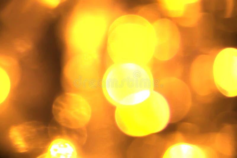 在黑背景,祝贺问候党新年好的抽象圆金黄闪闪发光闪烁bokeh流动运动 库存图片
