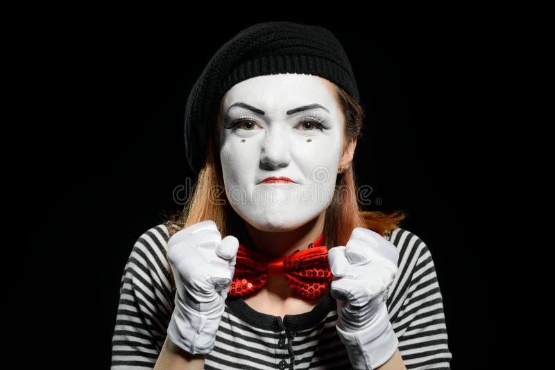 在黑色的恼怒的母笑剧 免版税库存照片