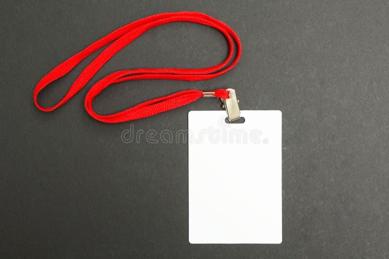 在黑色的空白的徽章大模型 简单的空的名牌嘲笑与红色串 库存图片