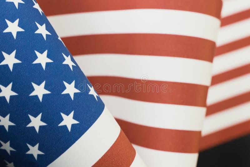 在黑色的退伍军人日概念美国旗子 图库摄影