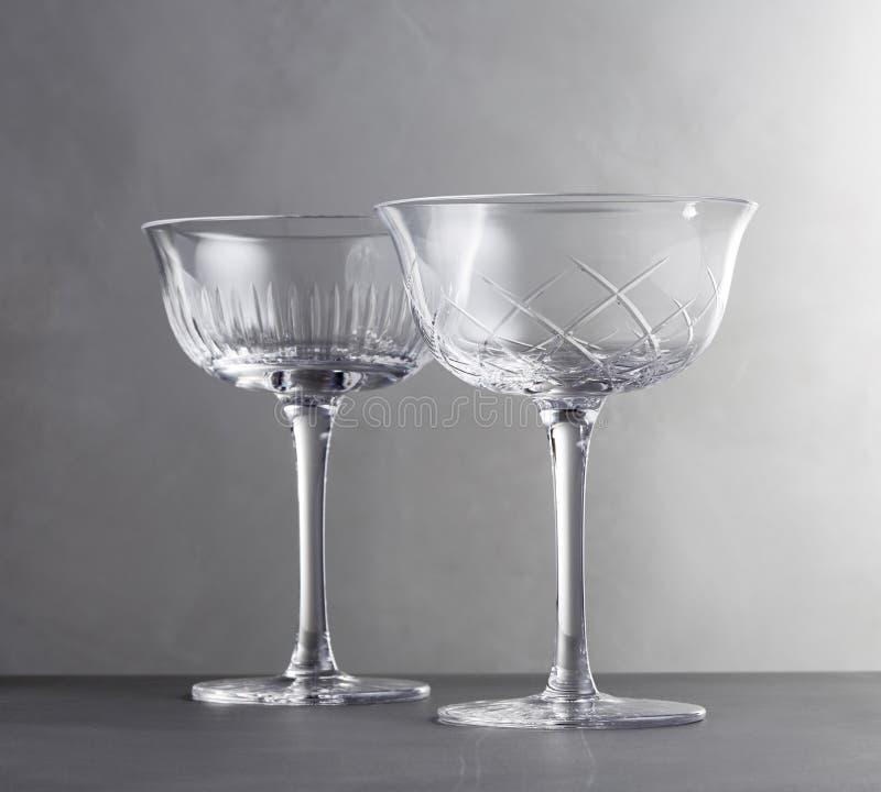 在黑&白色颜色的银色酒杯 免版税图库摄影