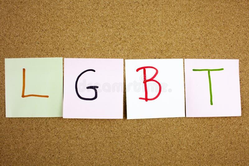 在黑ext的一个黄色稠粘的笔记柱子文字、说明、题字LGTB女同性恋者、同性恋者、两性体和变性首字母缩略词在s 免版税库存图片