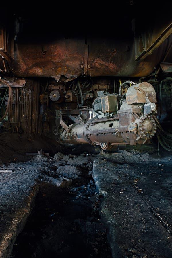 在鼓风炉的音响器-被放弃的钢铁厂 图库摄影