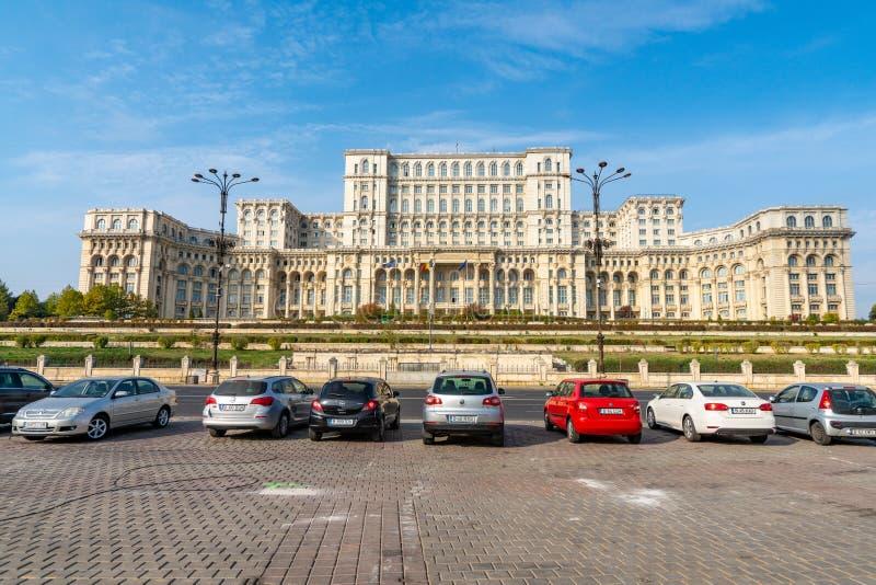 在齐奥塞斯库宫殿前面的停车处在布加勒斯特的中心在罗马尼亚 免版税库存图片