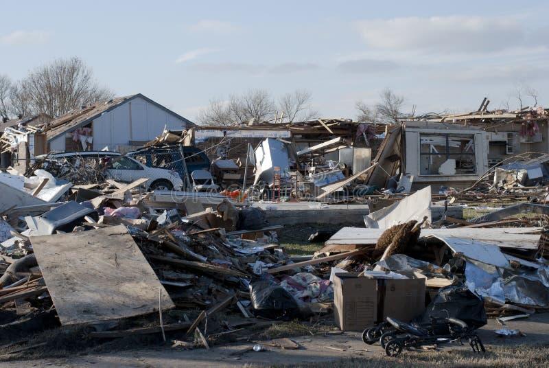 在龙卷风以后的广泛的破坏 库存照片