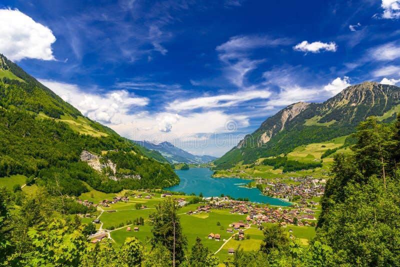 在龙疆湖附近的村庄,Lungerersee,上瓦尔登州,瑞士 免版税库存图片