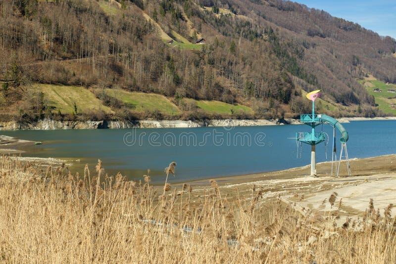 在龙疆附近小村庄的Lungerer湖在瑞士中部 图库摄影