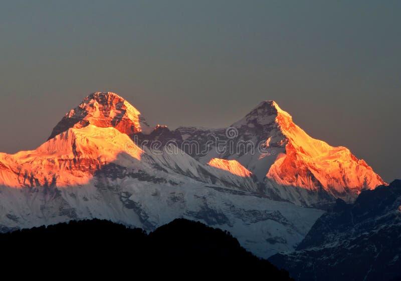 在登上楠达devi的五颜六色的黎明场面 免版税图库摄影