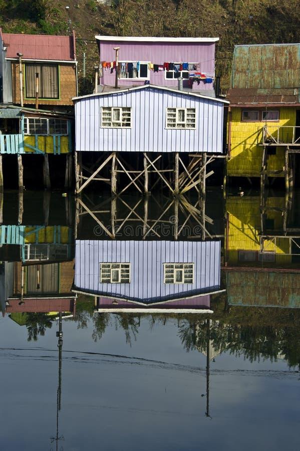 在水上的Palafito房子在卡斯特罗,智利 免版税库存照片