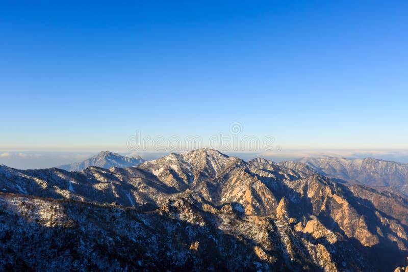 在登上雪岳山国立公园的韩国风景山风景射击 库存照片