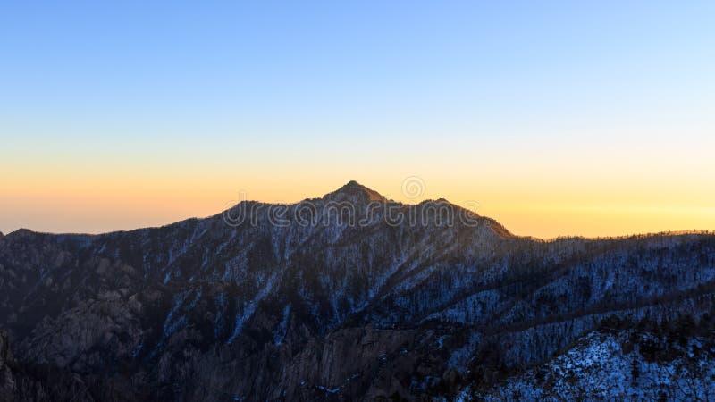 在登上雪岳山国立公园的韩国风景山风景射击 图库摄影