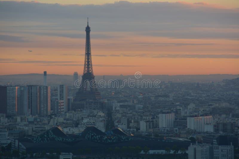 在巴黎上面的日出  免版税库存照片