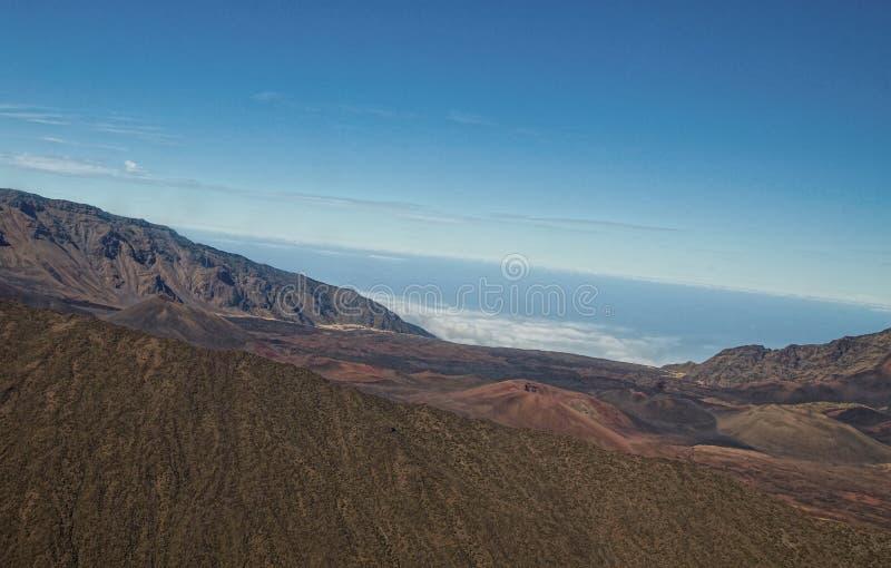 在登上HaleakalÄ 上面的火山的火山口在毛伊 库存照片