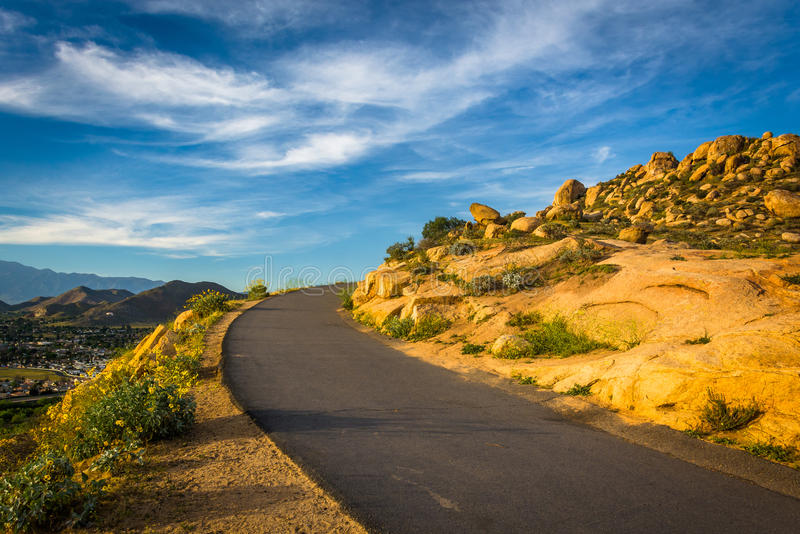 在登上Rubidoux公园的足迹,河沿的,加利福尼亚 免版税库存照片