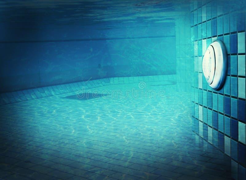 在水下的水池光 免版税库存图片