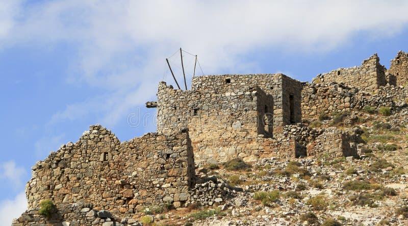 在15世纪制造的古老威尼斯式风车废墟, Lassithi高原,克利特,希腊 图库摄影