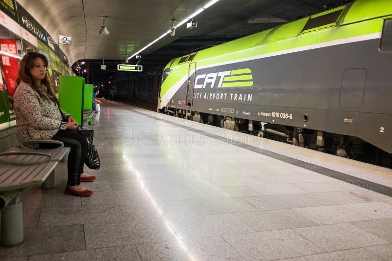 在维也纳中央驻地的CAT火车 库存图片