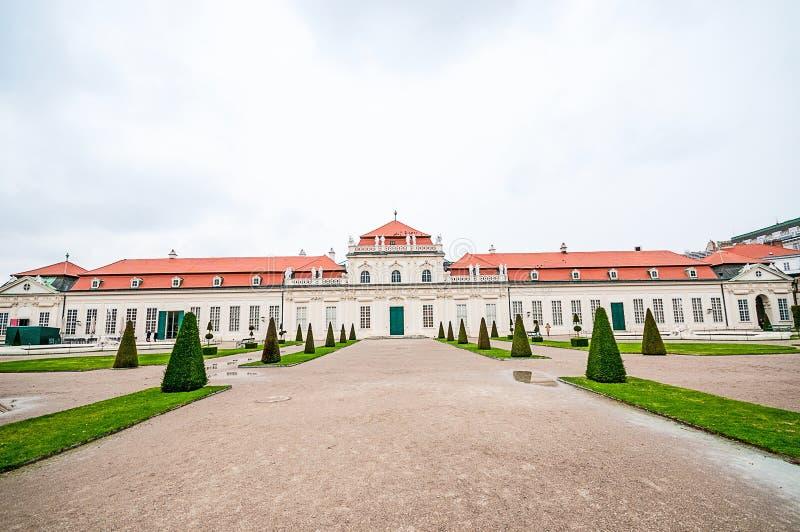 Download 在维也纳降低贝尔维德雷宫 库存图片. 图片 包括有 历史, 外部, 巡回表演者, 公园, 纪念碑, 更低 - 62539901
