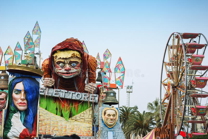 在维亚雷焦期间狂欢节的游行浮游物  免版税库存照片