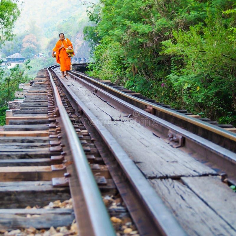 在死亡铁路的修士步行 免版税库存图片