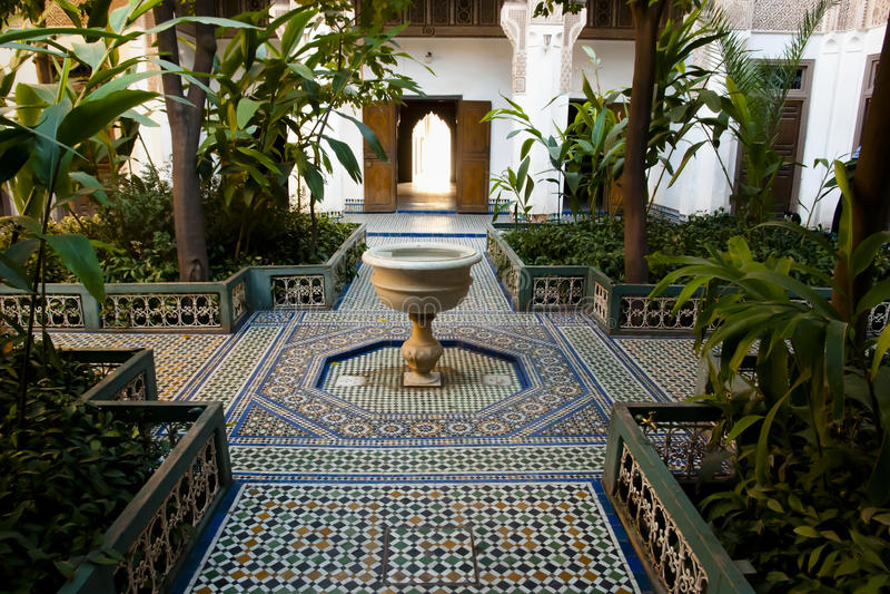 在巴伊亚宫殿-马拉喀什-摩洛哥的喷泉 免版税库存图片