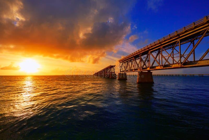 在巴伊亚本田的佛罗里达群岛老桥梁日落 图库摄影