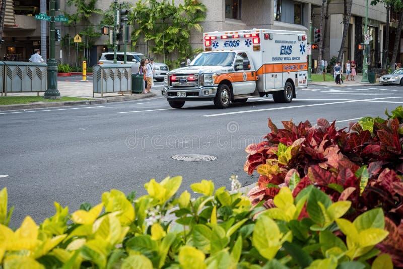 在仓促的紧急医疗服务车 免版税库存照片