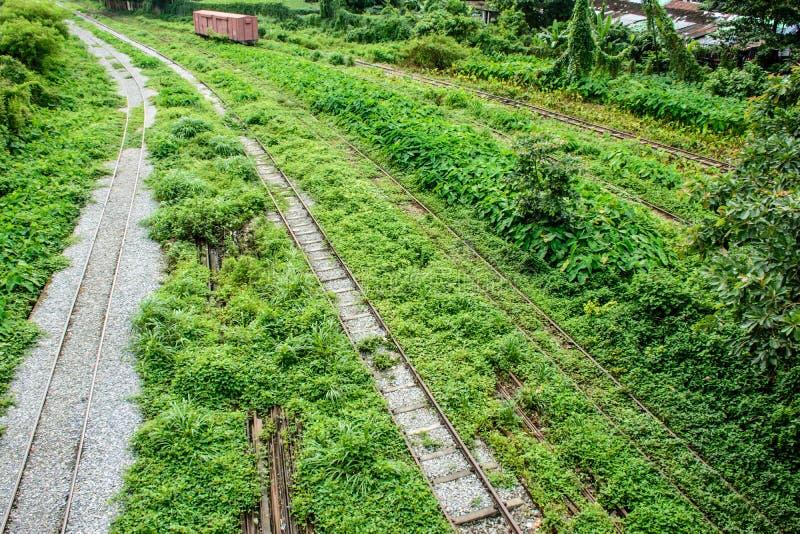 在仰光中央火车站,缅甸的未使用的铁路 免版税图库摄影