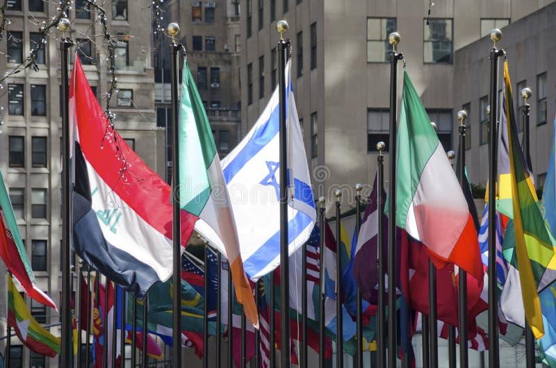 在洛克菲勒中心的旗子 库存照片