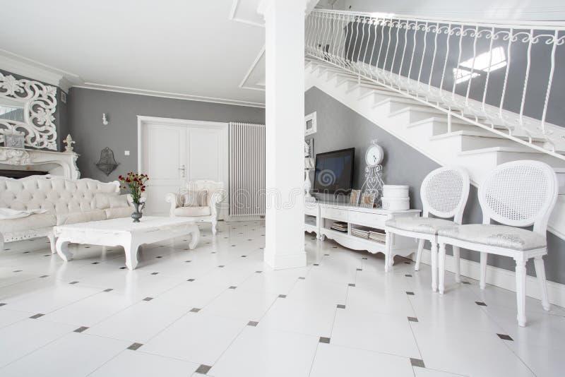 在经典内部的被设计的家具 库存照片