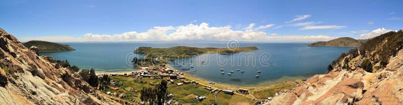 在玻利维亚和秘鲁之间的Fishertown的喀喀湖 免版税库存照片