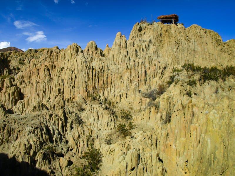 在玻利维亚的月亮谷的锋利的岩石柱子 免版税库存照片