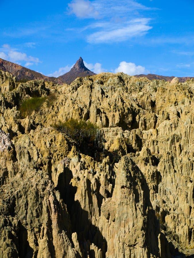 在玻利维亚的月亮谷的锋利的岩石柱子 库存照片
