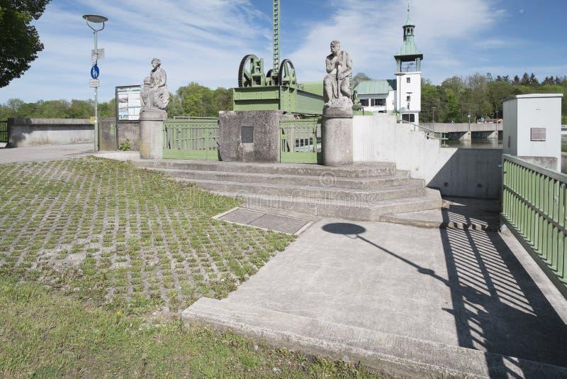 在水力发电厂Hochablass的雕塑在奥格斯堡 库存照片