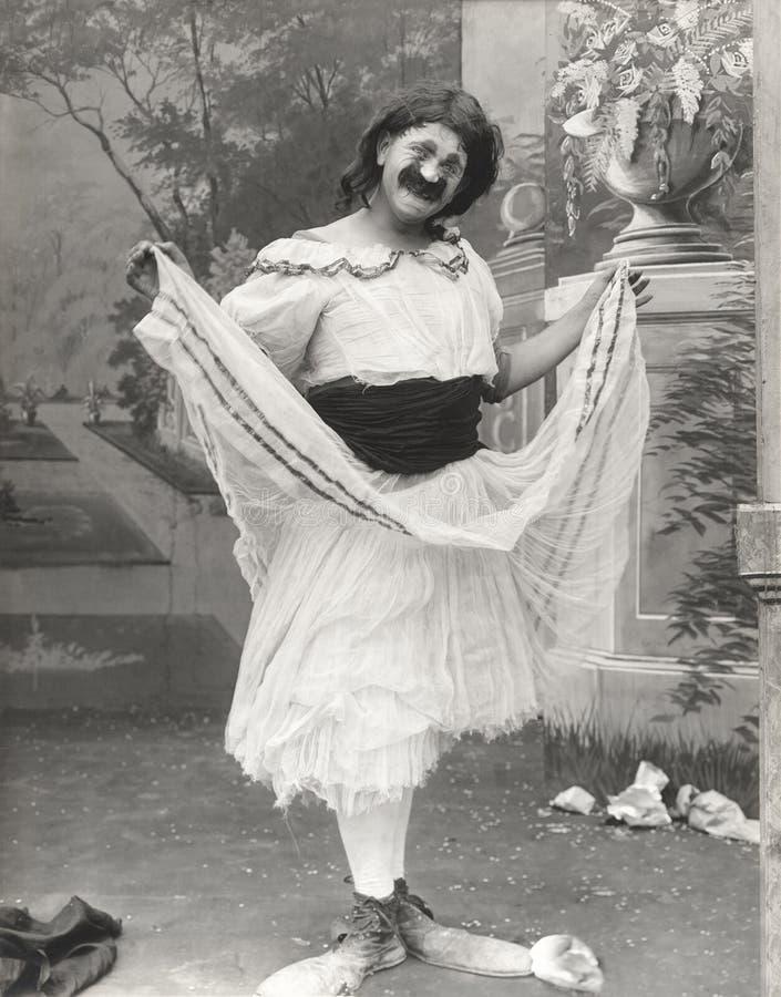 在阻力穿戴的小丑鞋子的人 库存照片