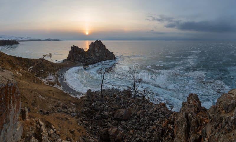 在贝加尔湖的日落 Burkhan海角, Olkhon海岛,贝加尔湖, 免版税库存图片