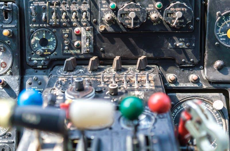在直升机的仪表板 免版税库存照片