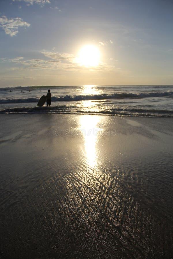 在巴厘岛的金属日落 免版税库存照片