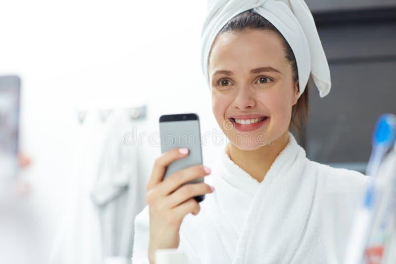 在浴以后的Selfie 库存照片