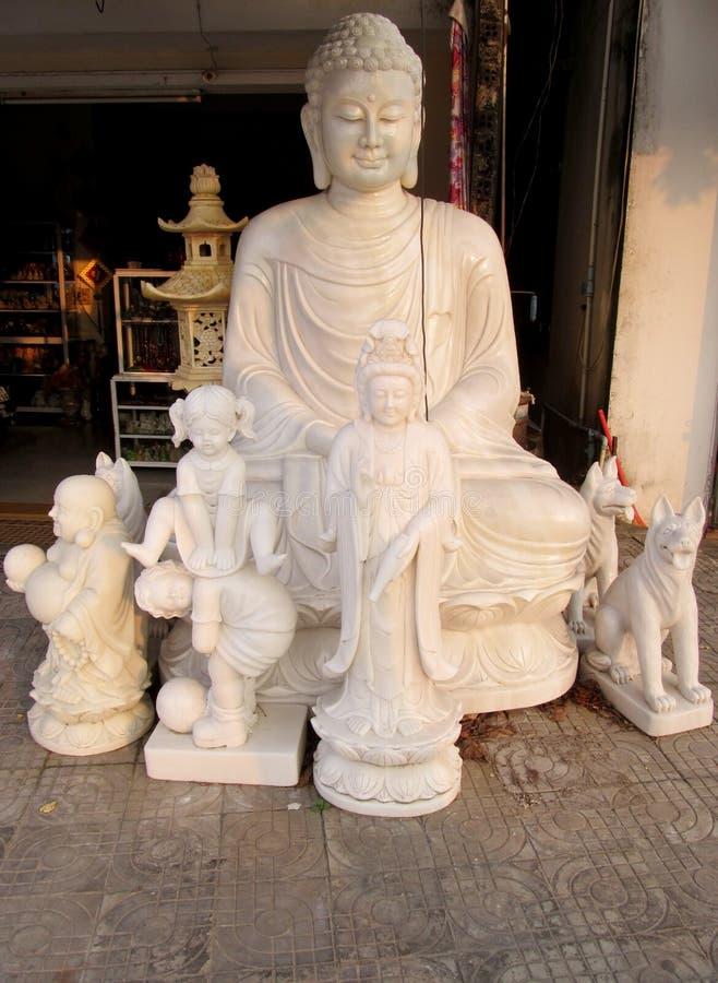 在织品的大理石菩萨雕塑 图库摄影