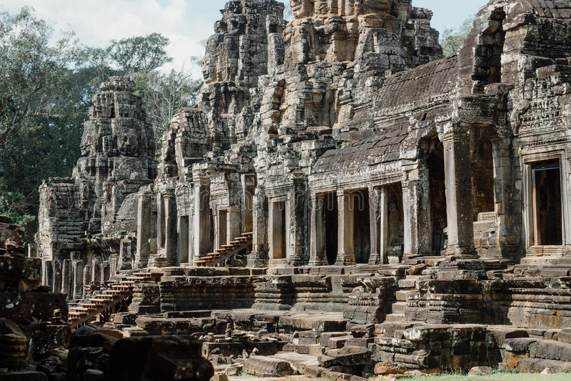 在吴哥城复合体,暹粒,柬埔寨的古老Bayon寺庙 免版税库存照片