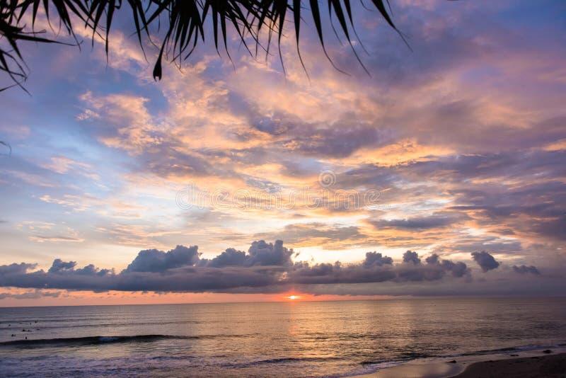 在巴图博隆海滩的日落在Canggu,巴厘岛,印度尼西亚 库存图片