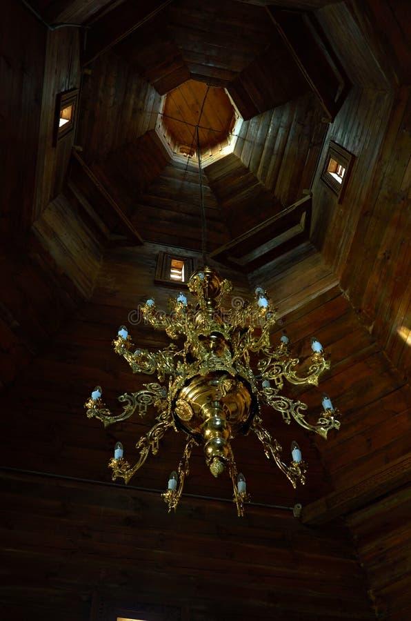 在巴图林枝形吊灯里面的教会 免版税库存照片