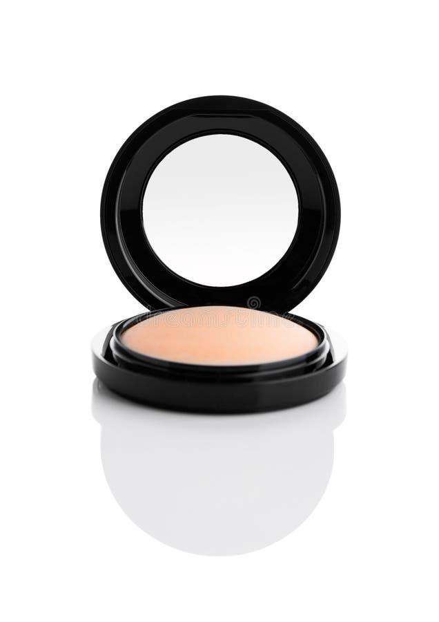 在黑圆的塑料盒的化妆构成粉末 免版税库存图片
