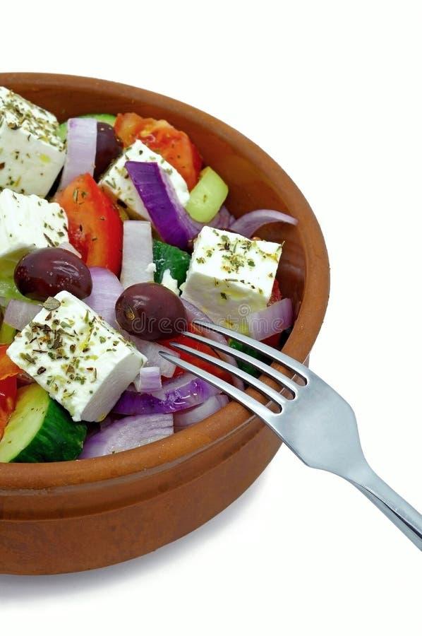 在黏土碗的希腊沙拉 免版税库存图片