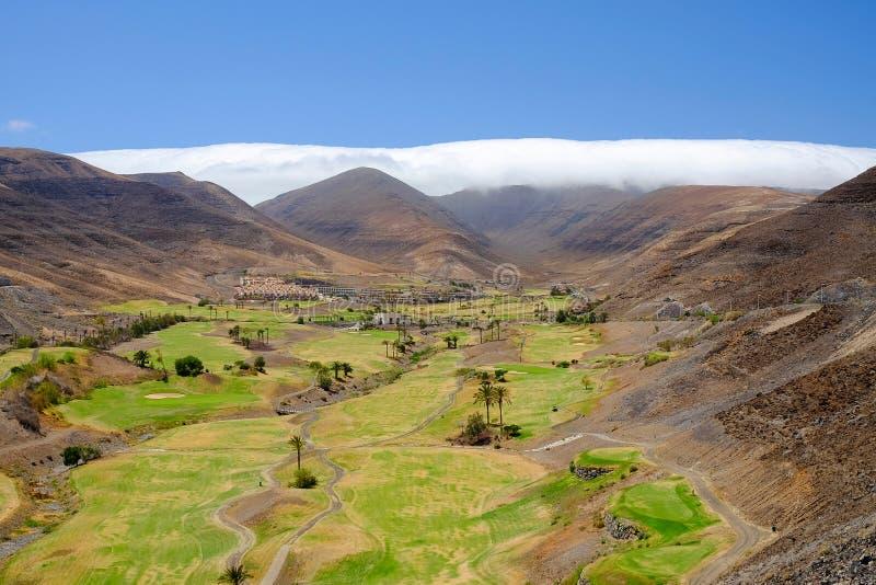 在费埃特文图拉岛,西班牙的高尔夫球领域 免版税库存图片